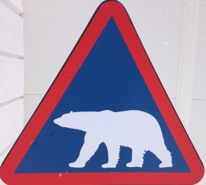 Nowy znak drogowy - biały niedźwiedź.