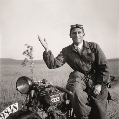 Na motocyklu.