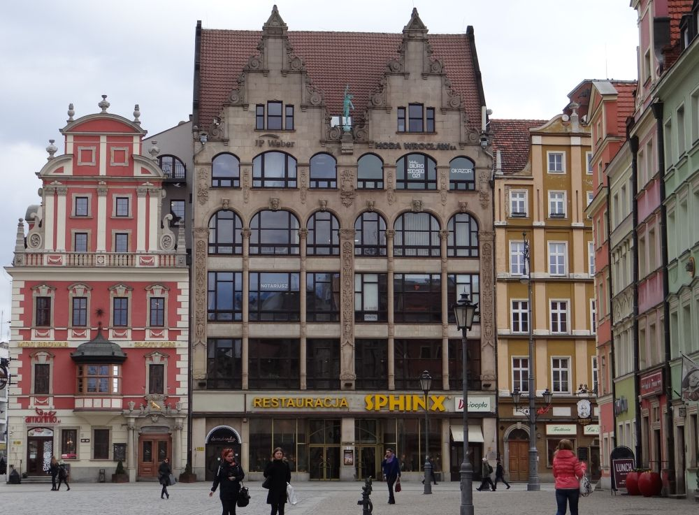 Kamienicy strony wschodniej Rynku.